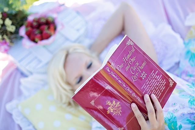 本を読む女.jpg